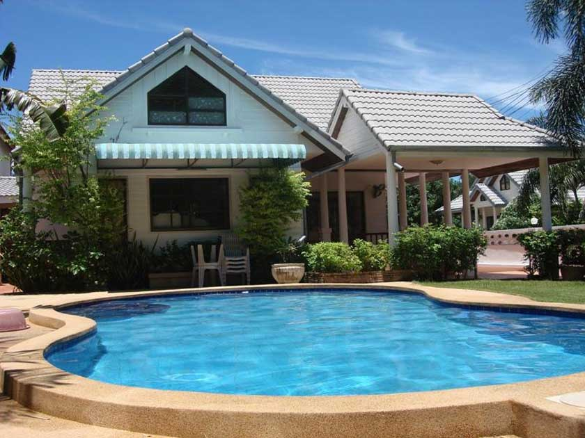 Bring pleasure to your home with a swimming pool your for Pool and pool house